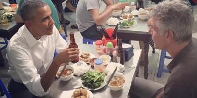 Obama Tastes Bun Cha Dish at Hanoi's Eatery