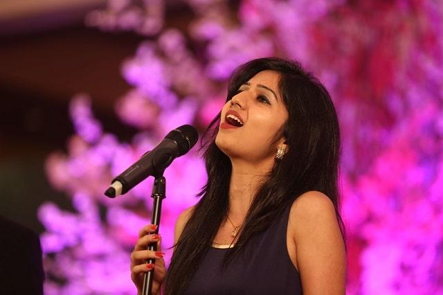 Phoolon Ka Taroon Ka - Cover Song By Akanksha Bhandari