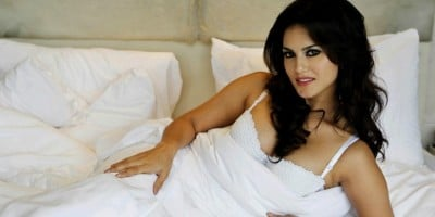 Bollywood Actress Sunny Leone Turns A Writer !