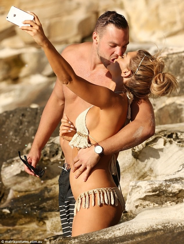 Kiki Morris puts up a bold show on the beach with her new boyfriend