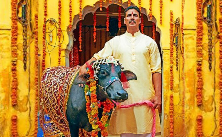 Toilet Ek Prem Katha Review : Akshay & Bhumi rocks in hillarious comedy